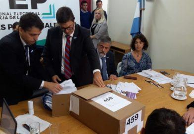 Victorica: Kenny por 1 voto y con investigación penal por supuestas irregularidades
